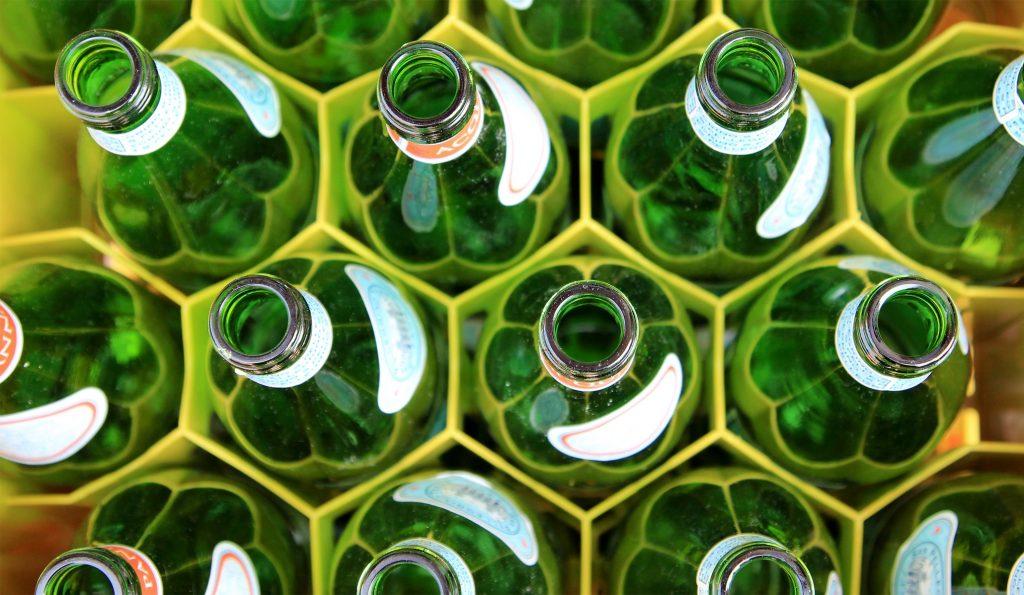 "alt=""botellas para reciclar""/>"